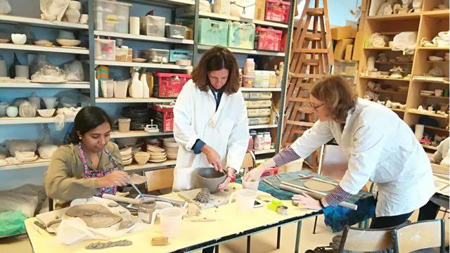 Cours hebdomadaires adultes à l'atelier les artistes en herbe