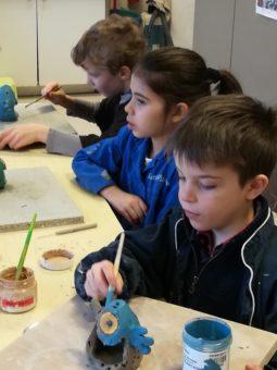 Atelier poterie hebdomadaires enfant : élèves en cours